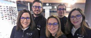 El equipo de 5 profesionales de la óptica.