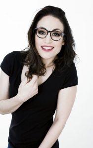 Chica con gafa graduada de A Óptica de Ana