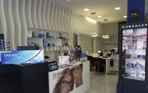 Interior de la óptica en C/Alcalde Xacobe Barral Otero.